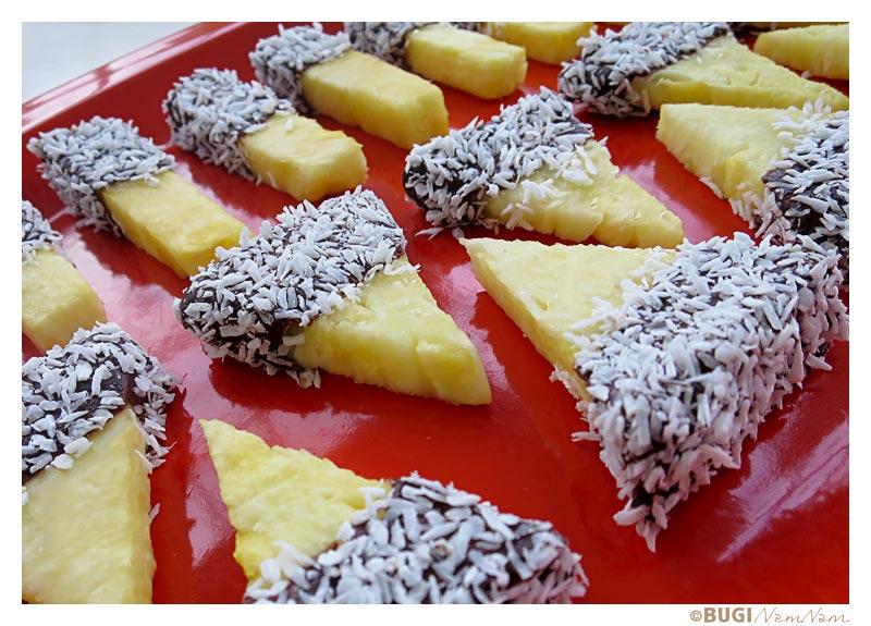Ananas med kokos og chokolade