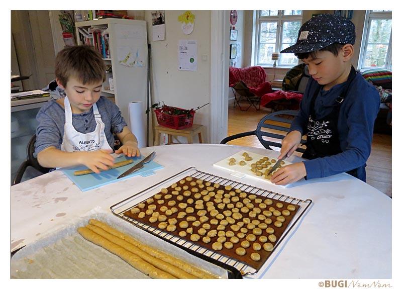 drenge laver julekager