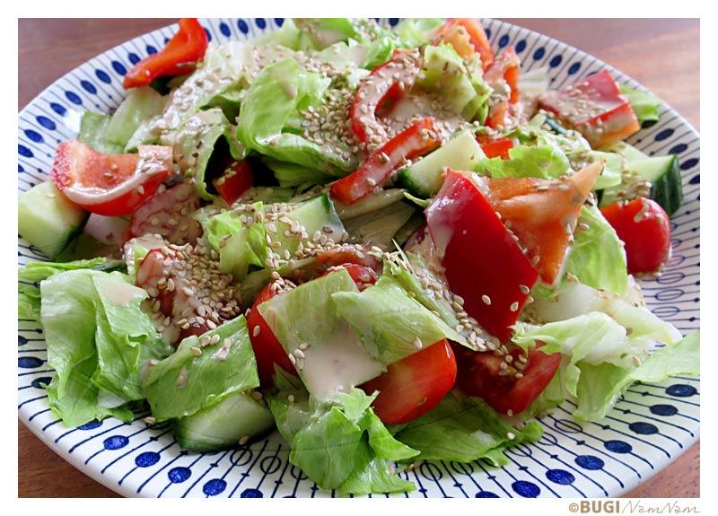salat med tahindressing