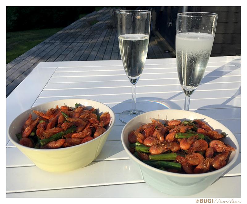 friske fjorrejer og grønne asparges